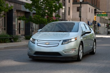 2013-volt-model-overview-exterior-cnt-well-1-980X476-01