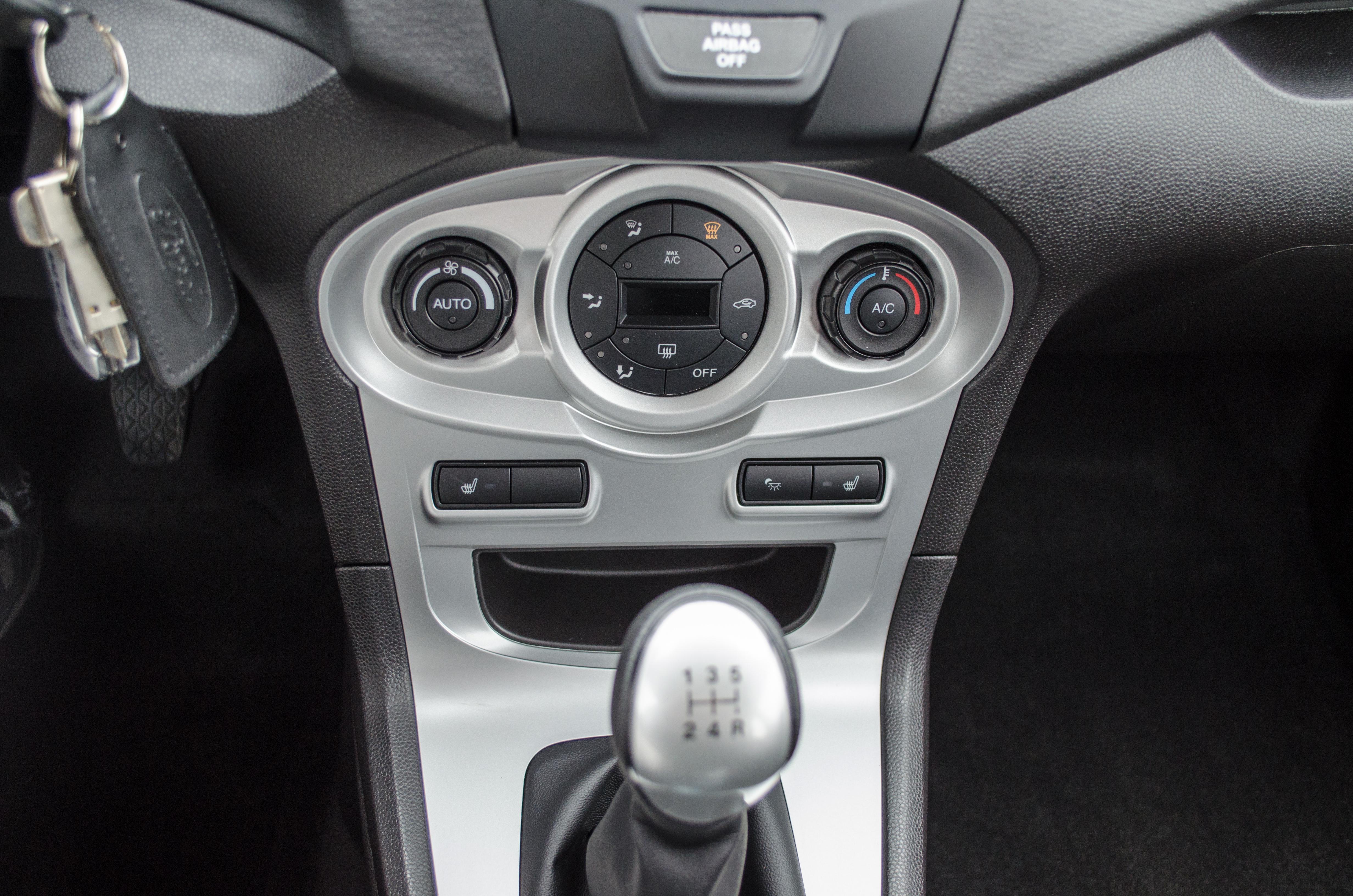 2014 Ford Fiesta SE 23 Of 28