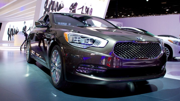 Kia K900 v. Hyundai Gensis