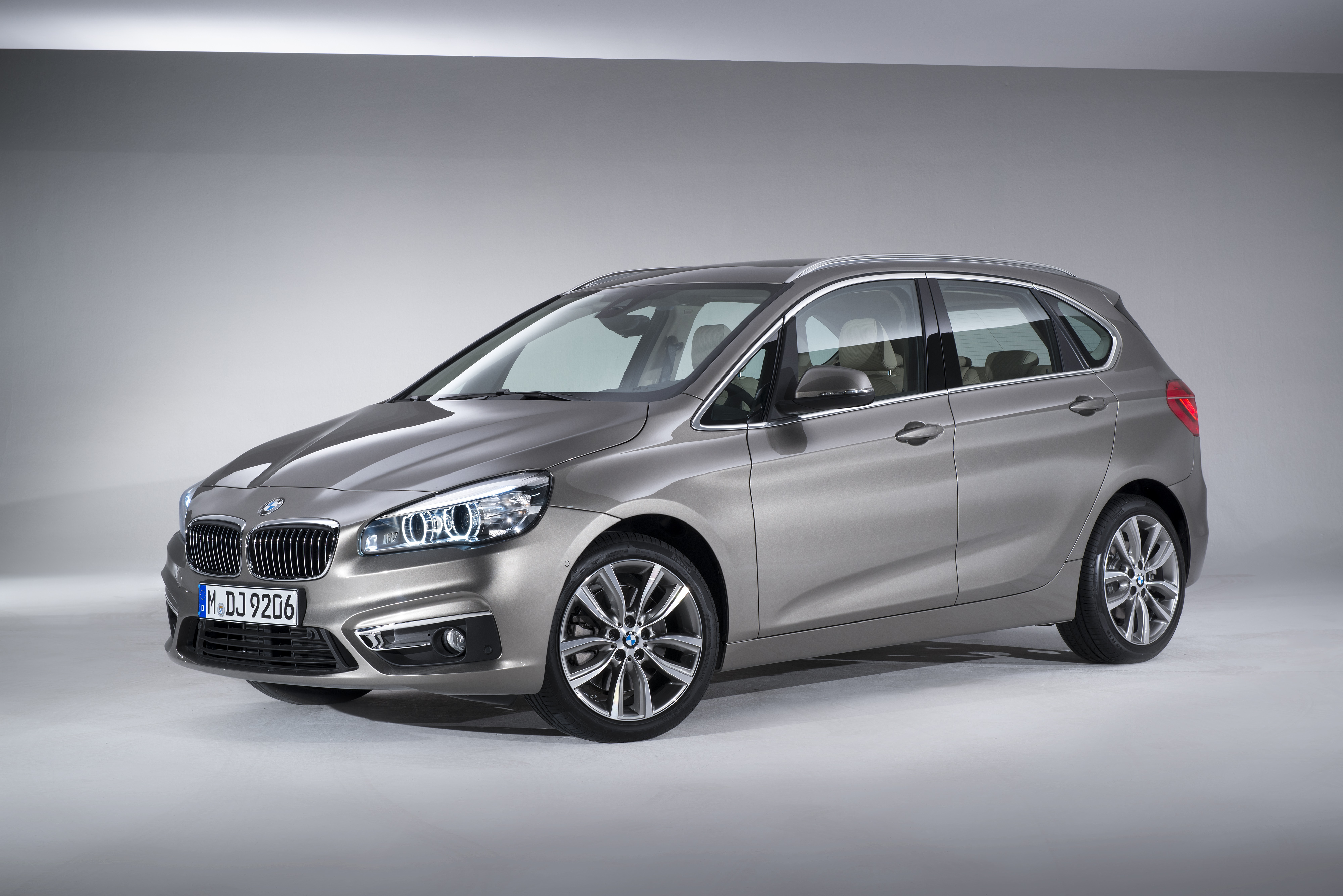 bmw 2 series active tourer brings premium experience to the masses. Black Bedroom Furniture Sets. Home Design Ideas