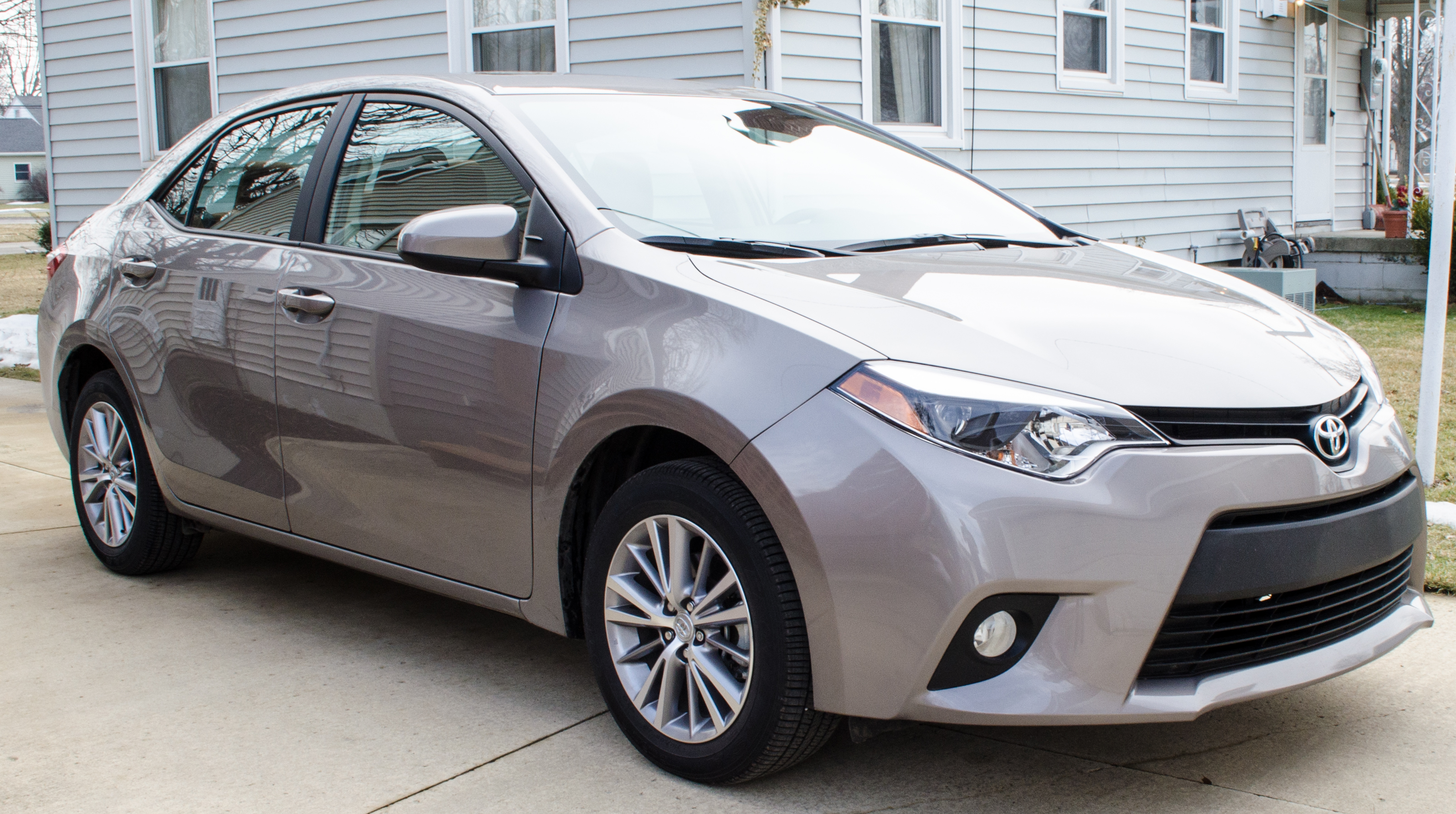 2014 toyota corolla review there 39 s a reason this car is a top seller motor review. Black Bedroom Furniture Sets. Home Design Ideas