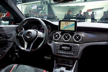 MotorReview2014-Mercedes-CLA45-AMG-7HERO