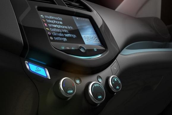 Apple CarPlay vs  Chevy BringGo: Immersive Phone Experiences