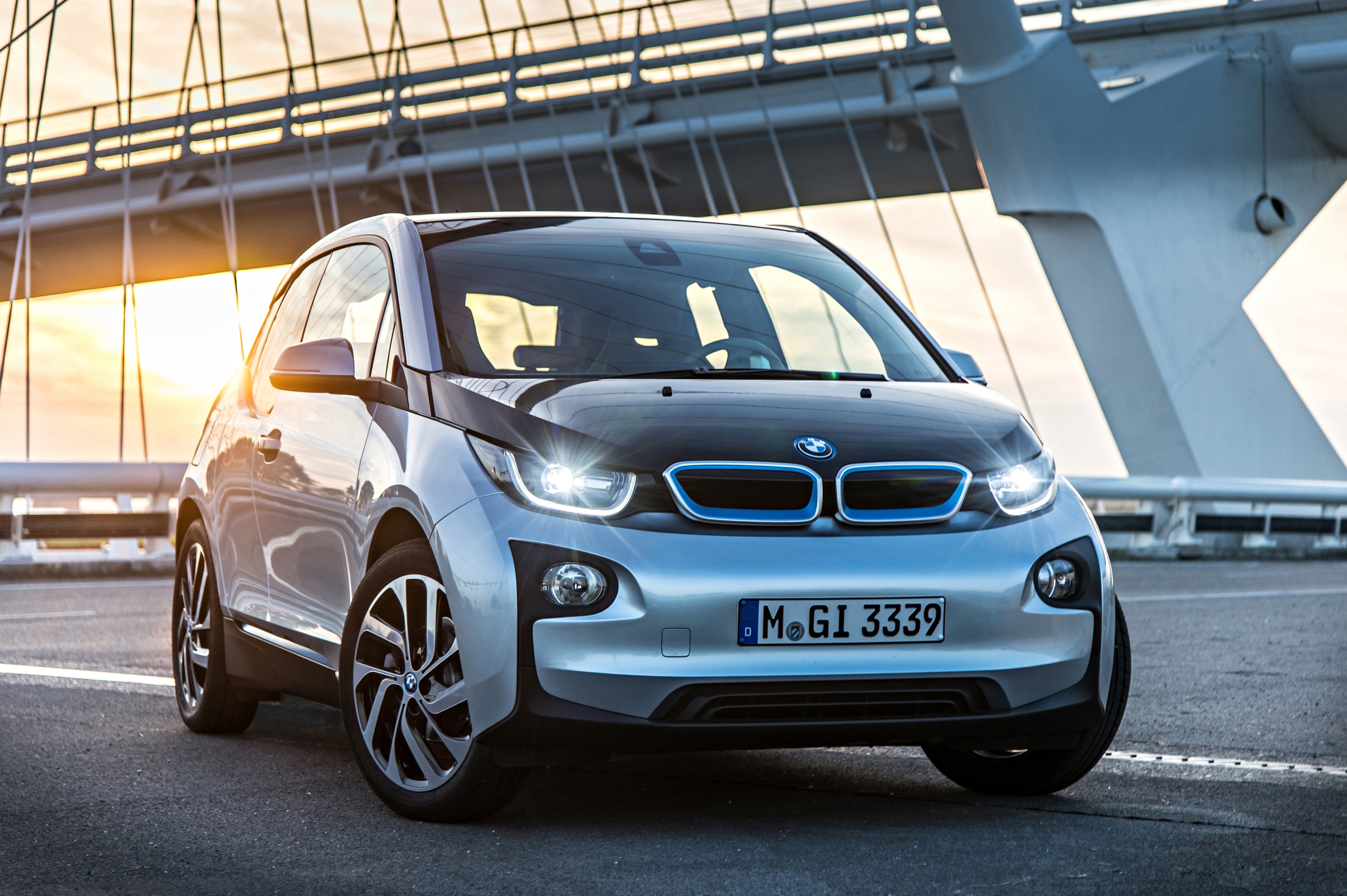 bmw i3 range extender weighs 265lbs won 39 t charge battery motor review. Black Bedroom Furniture Sets. Home Design Ideas