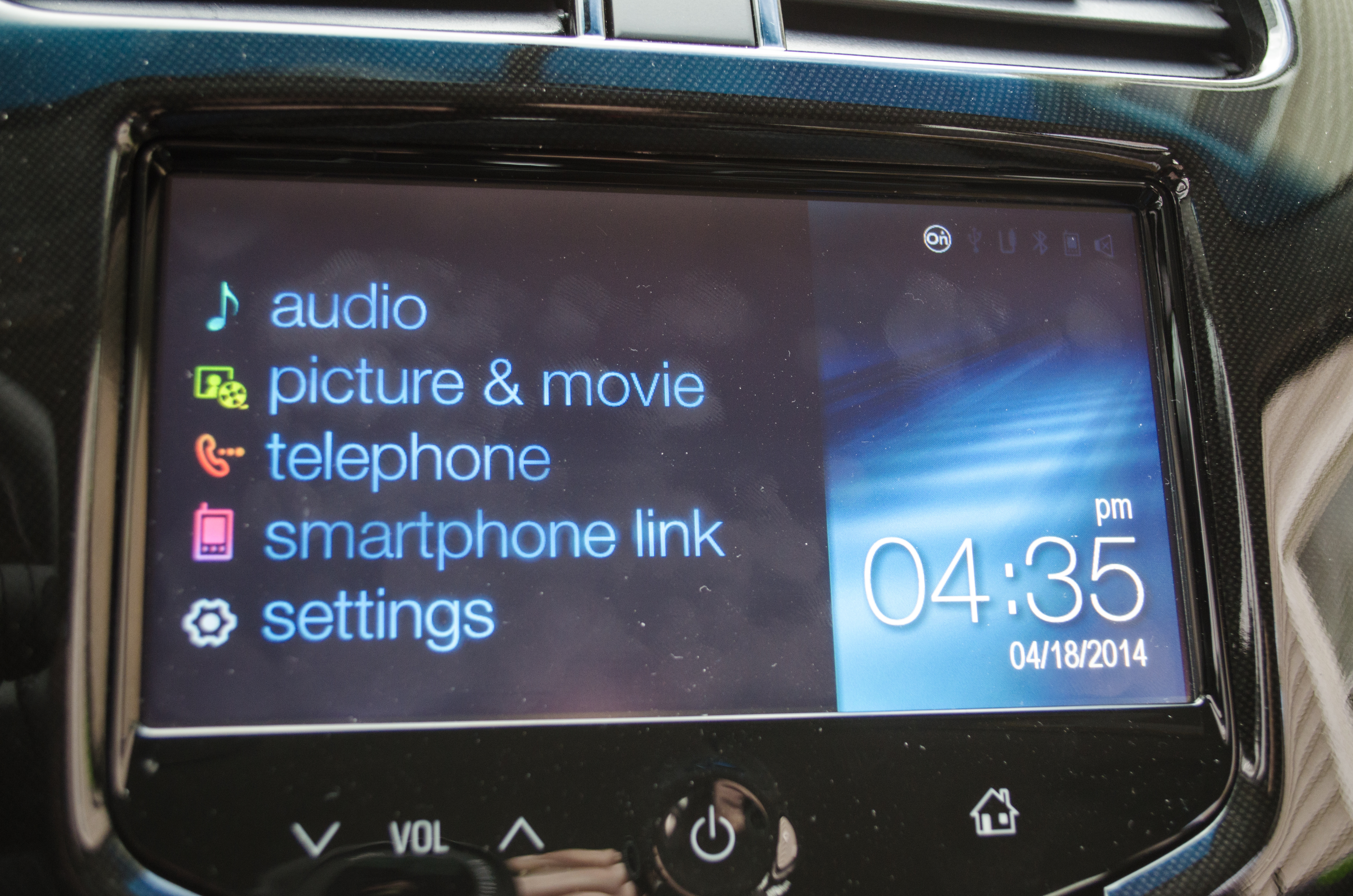 Hook up iphone to car