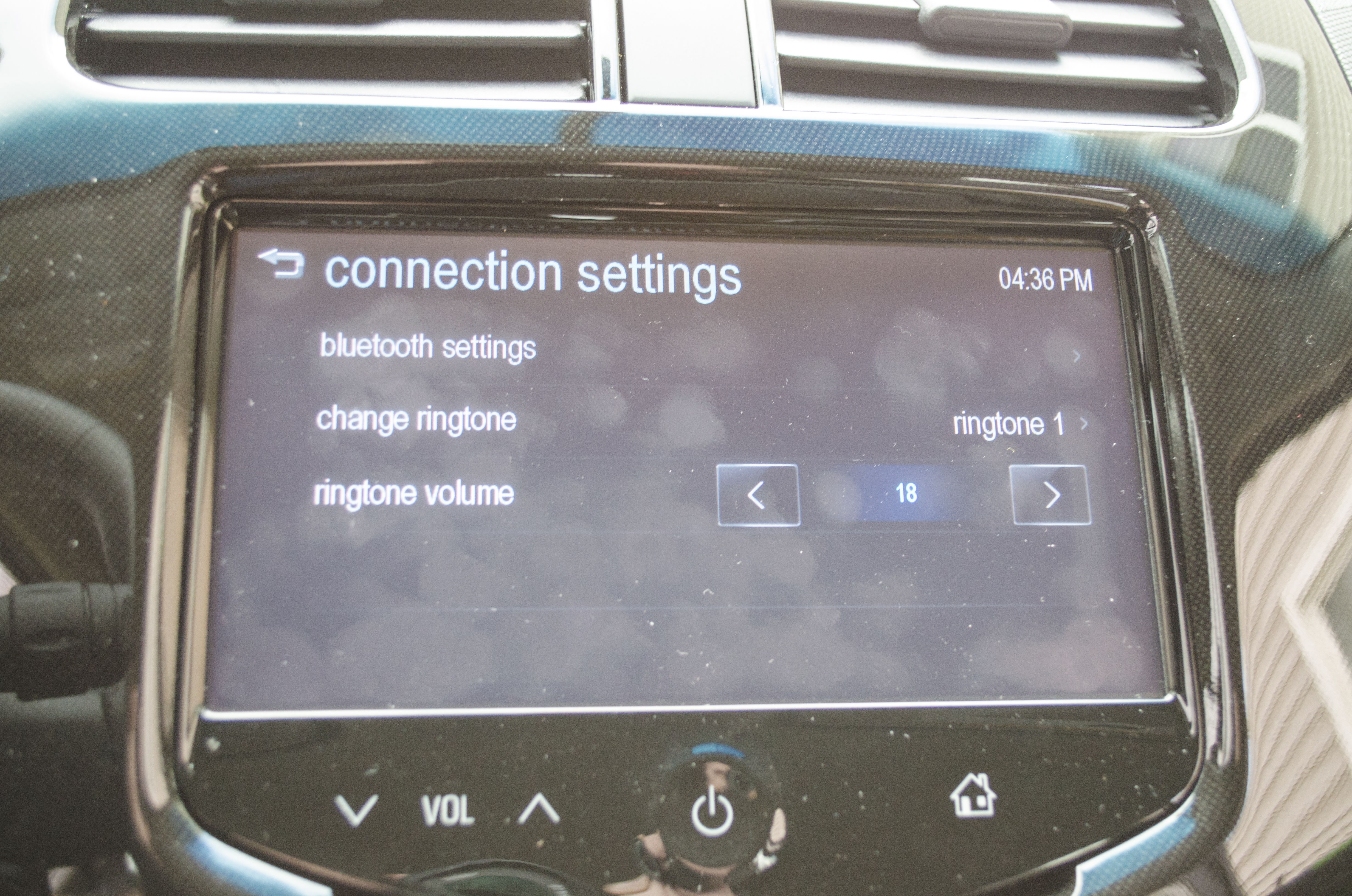 How to Connect an iPhone to Chevy MyLink - Motor Review