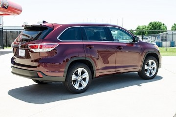 MotorReview_2014 Toyota Highlander-0001_HERO