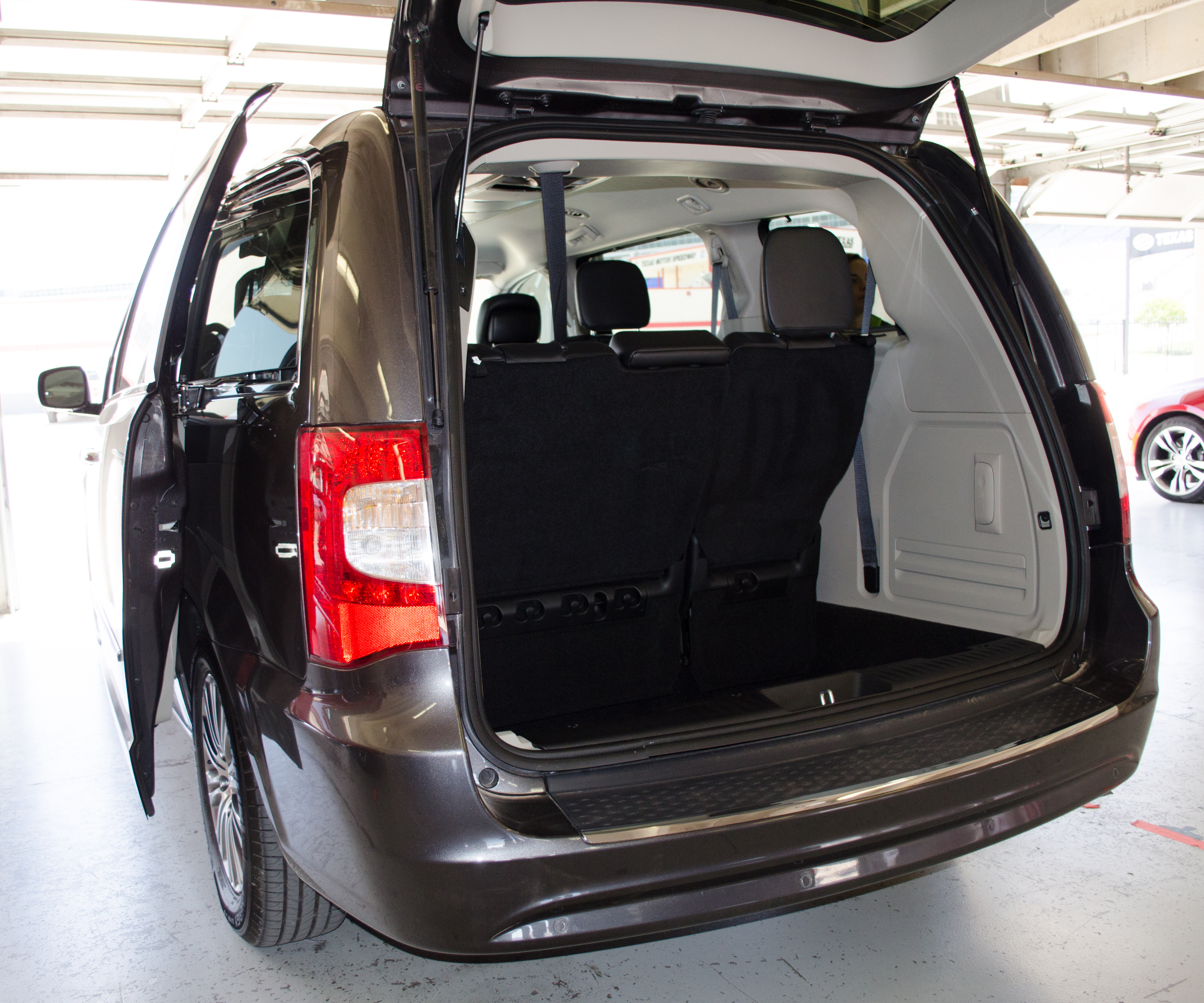 2014 Chrysler Town  U0026 Country 30th Anniversary Edition