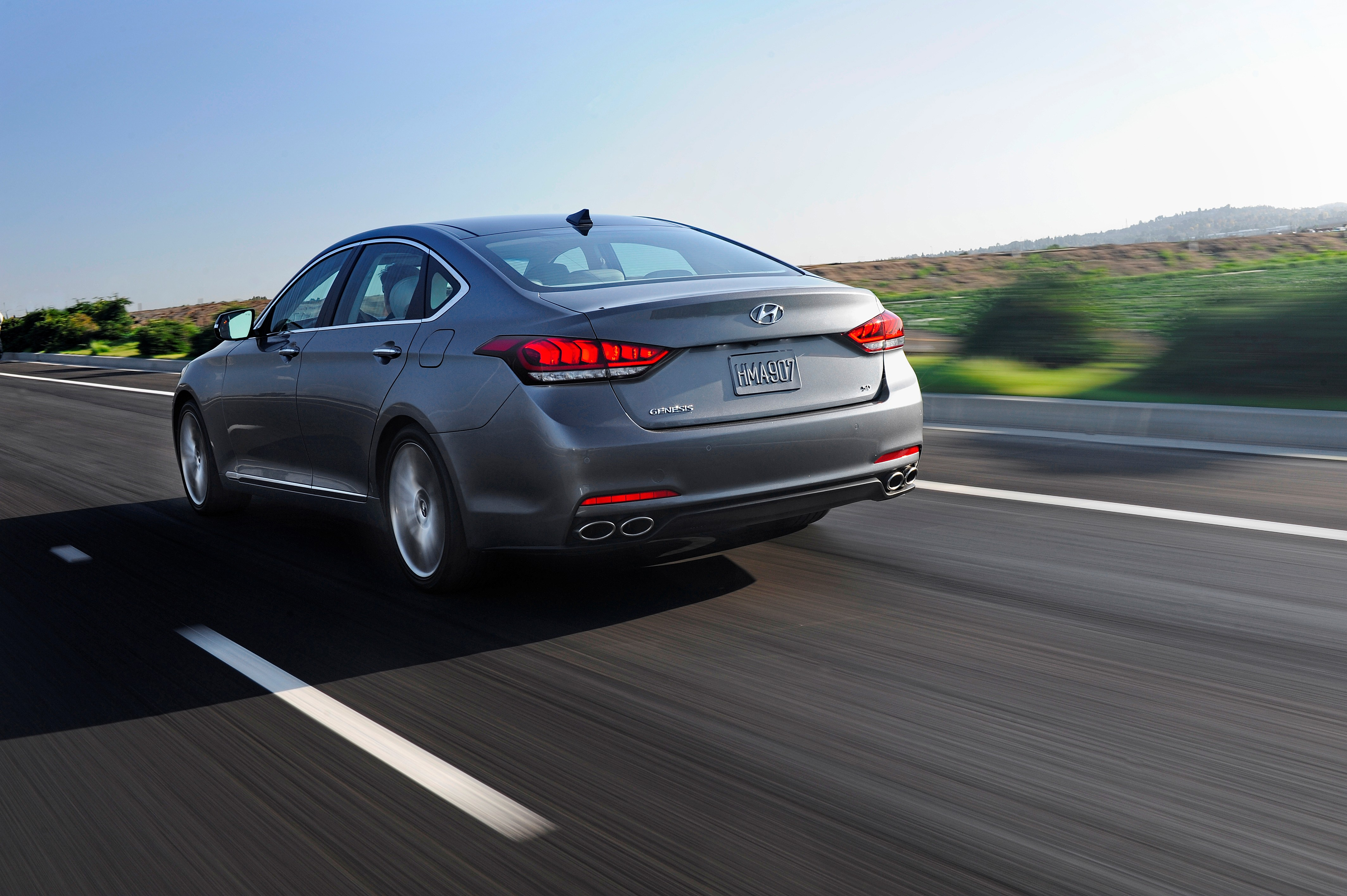 2015 Hyundai Genesis Advanced Safety es Standard Motor Review