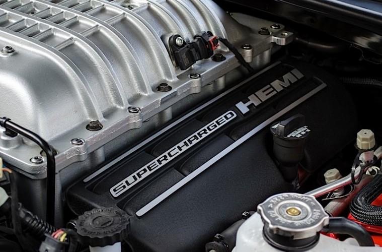 MotorReview_2015 Dodge Challenger SRT Hellcat-0043_HERO