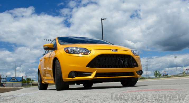 The Ford Focus ST delivers an aggressive look not found on the normal Ford Focus.