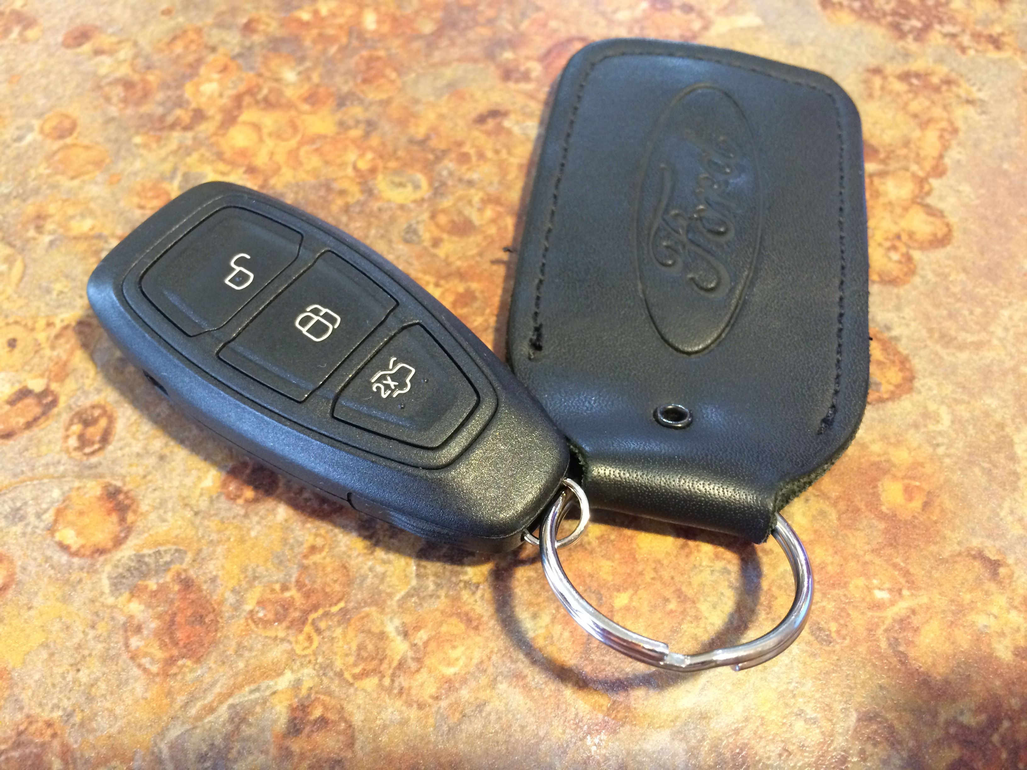 The ford focus st comes with a smart key to auto unlock doors and link up