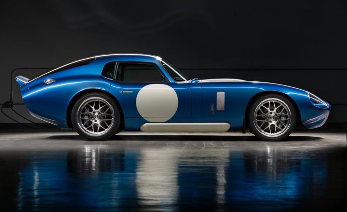 renovo-coupe-side